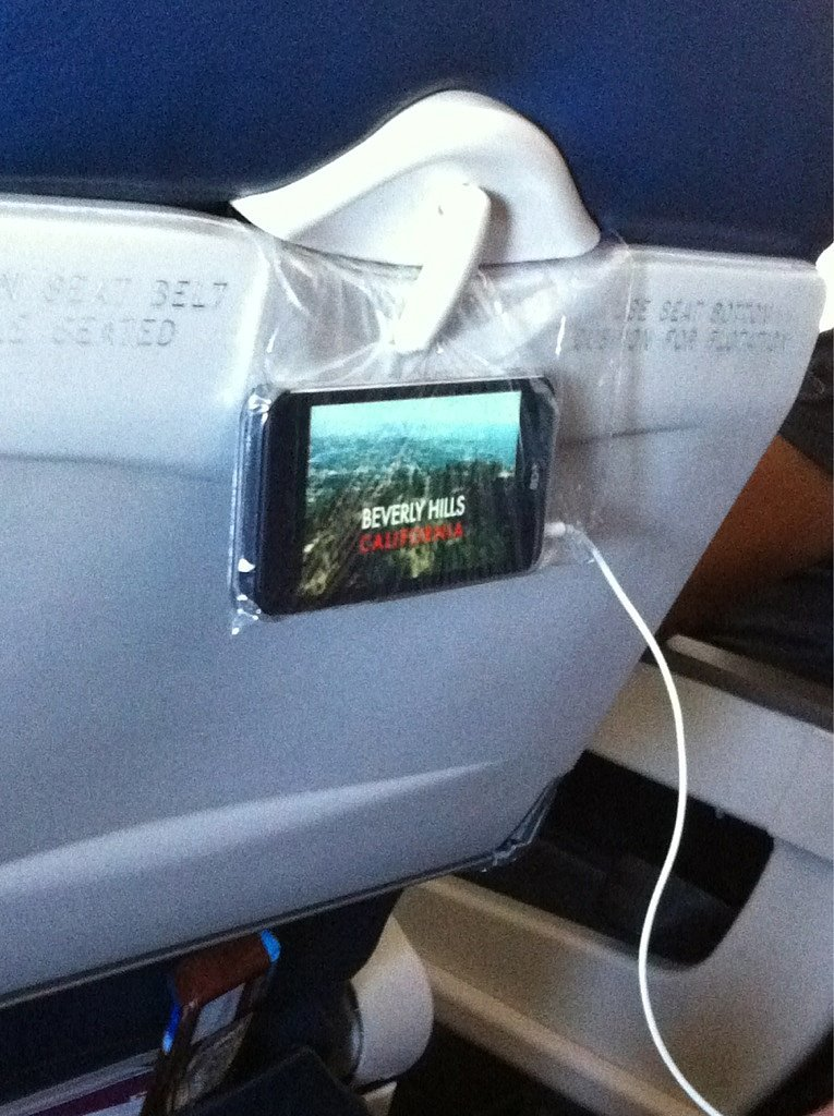 Use-plastic-bag-create-your-own--flight-viewing-experience