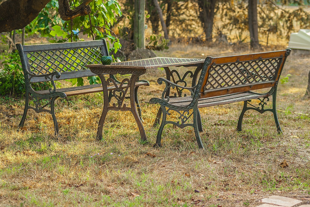 bb0d8e8231f Metal Garden Furniture Can Outlive Wood And Rattan - Working Daddy