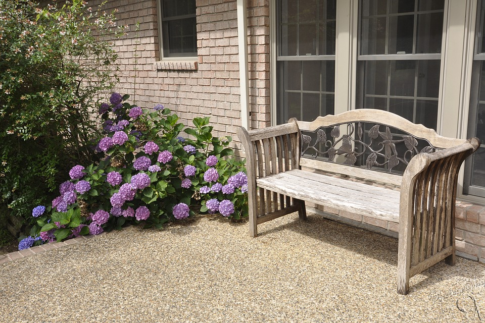 How to Pick Patio Furniture