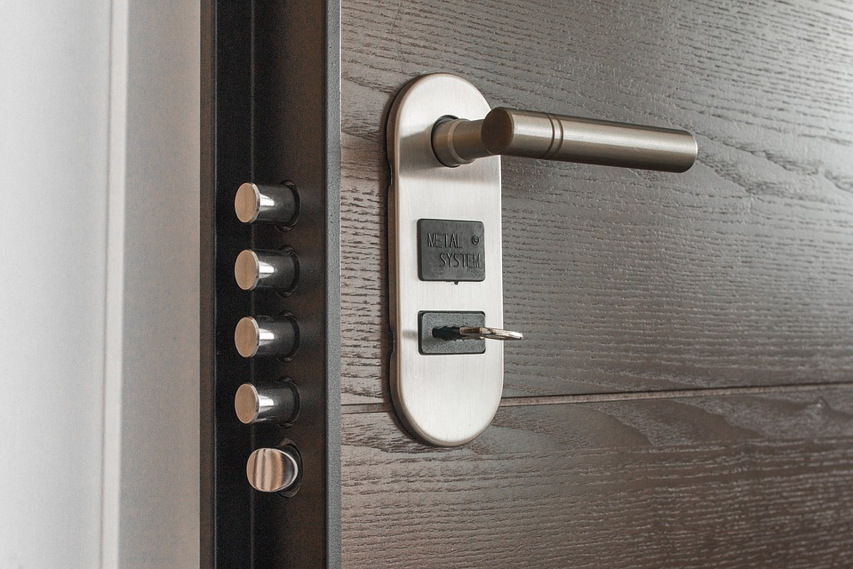 Smart Home Security Technologies - Smart Door Locks
