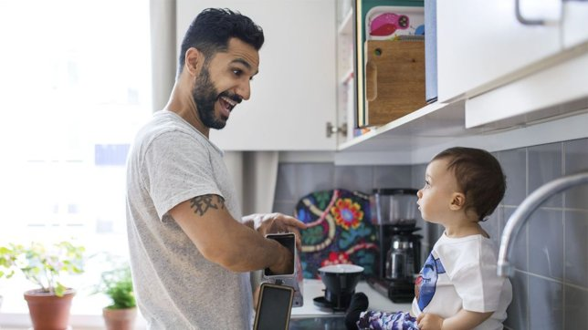 Ways Stay-at-Home Dads Can Earn an Income and Support Their Families