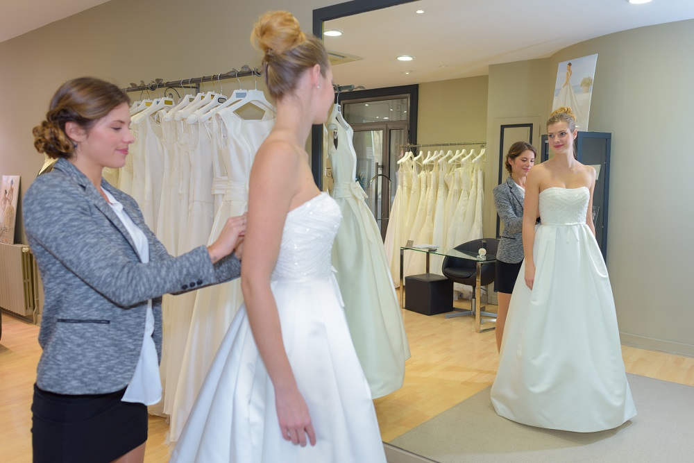 Tips for Choosing the Best Wedding Dressmaker During Wedding Preparations - 3
