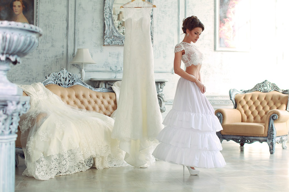 Tips for Choosing the Best Wedding Dressmaker During Wedding Preparations