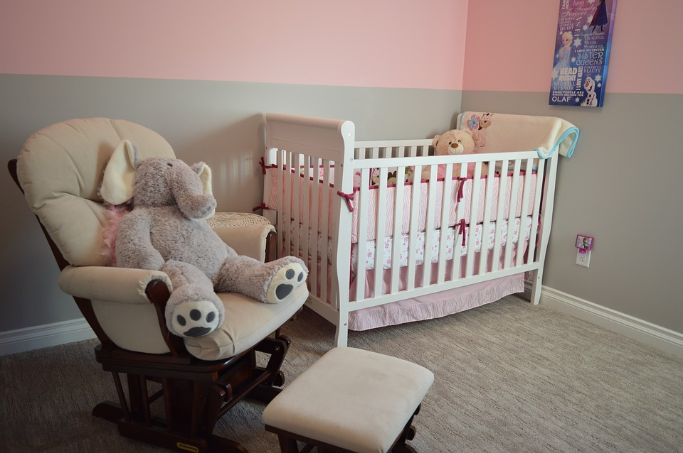 8 Tips for Transitioning from a Crib to a Regular Bed