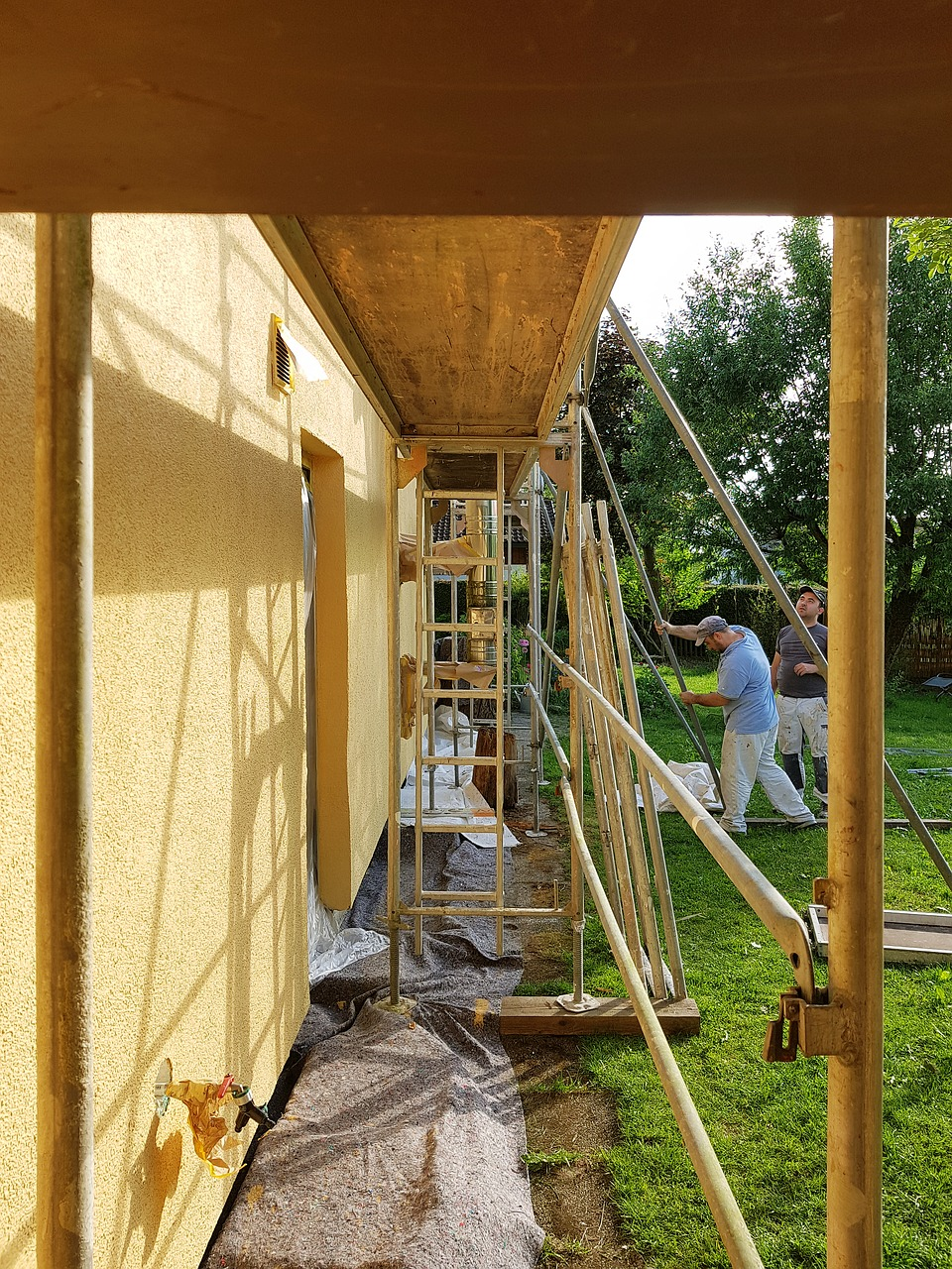 builders performing house extension